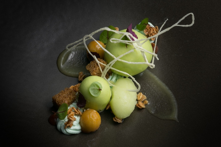 Green apple parfait, cardamom cake and crispy apple noodle - HKK
