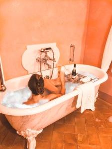 Bathtime - Castelo Del Nero