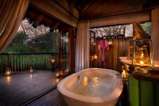 Jacis-Tree-Lodge-Treehouse-Suite-Bathroom